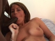 Vidéo porno mobile : Her pussy gonna be snacked by a big black cock